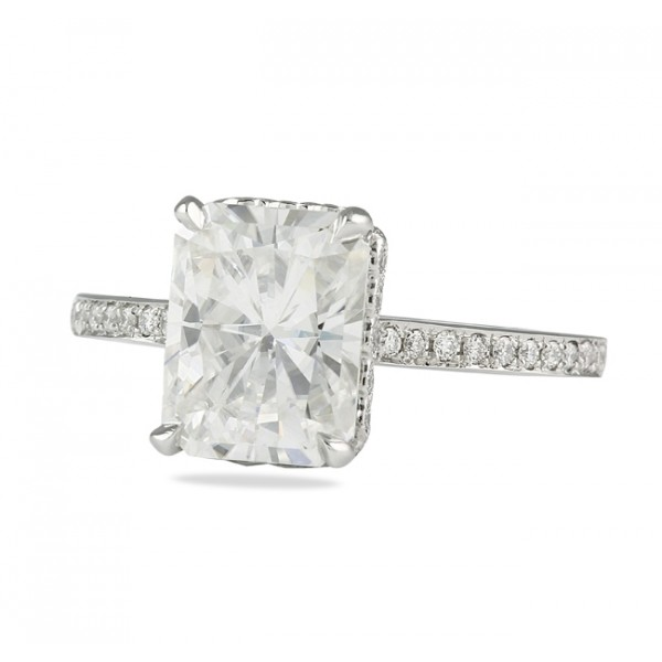 UNCOVERING MYTHS ON MOISSANITE: Natural & Synthetic