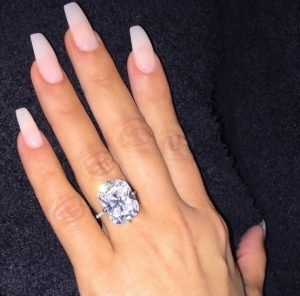 engagement famous celebrities diamond of rings chic pbovlwh pictures